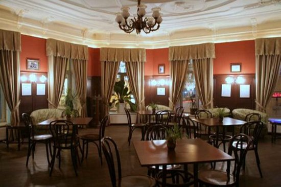 Old Vienna Hotel : The hotel cafe is in historical hall of the beginning xx centuries