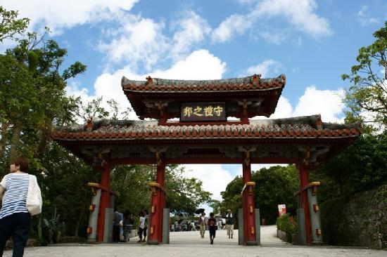 Shurijo Castle: 鮮やかな守礼門