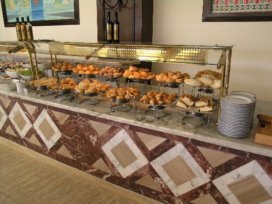 บารอนรีสอร์ท ซาร์มอัลชีค: the display of breads