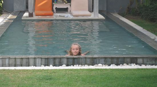 Villa Casa Mateo: My daughter enjoying the kids' pool