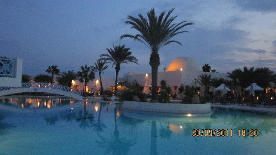 Yadis Djerba Golf Thalasso & Spa : Nuit tombante