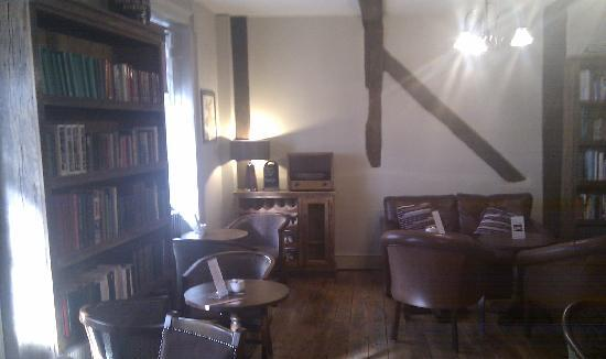 The King's Head Hotel: front lounge area