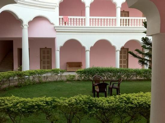 Hotel Santana: garden view