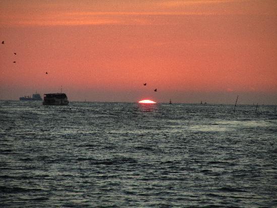 Brunton Boatyard: Sunset from the Hotel