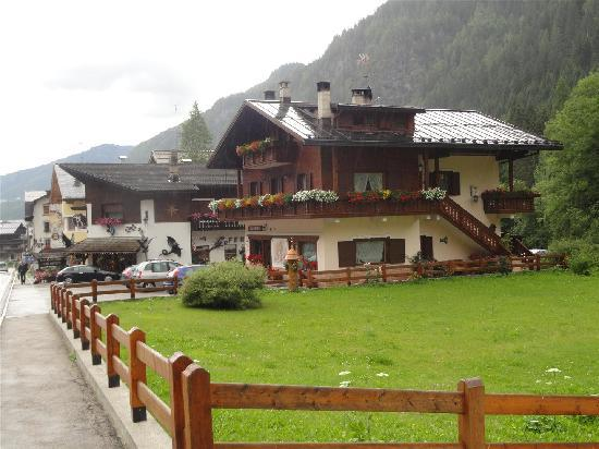 Hotel Garni Roberta: village roca pietora