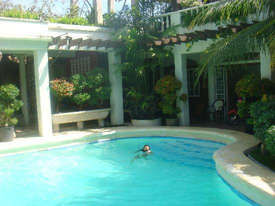 Green Gate Bed and Breakfast: The pool