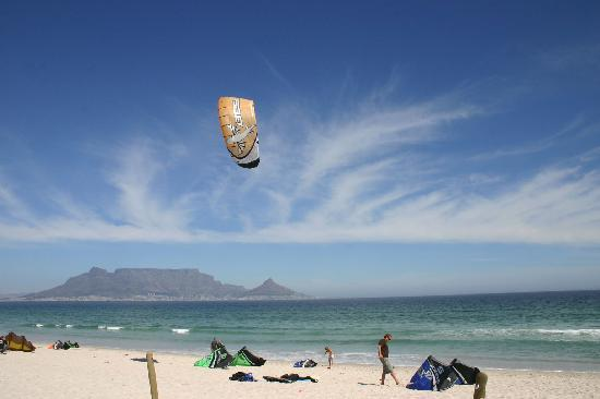 SaltyCrax Backpackers / Surflodge: Kite beach