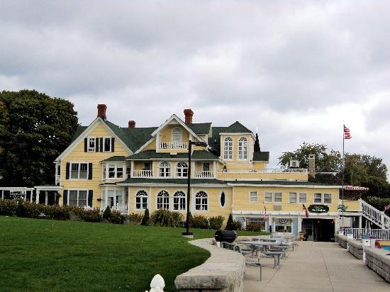 Bay View of Mackinac Bed & Breakfast: Side View