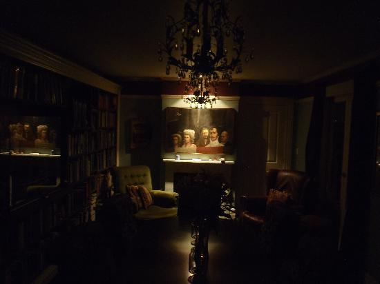 Sunderland House : Evening in the library