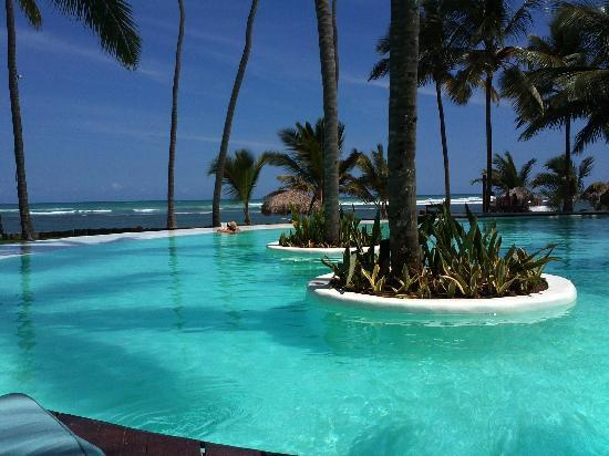 Zoetry Agua Punta Cana: The main pool with the ocean view