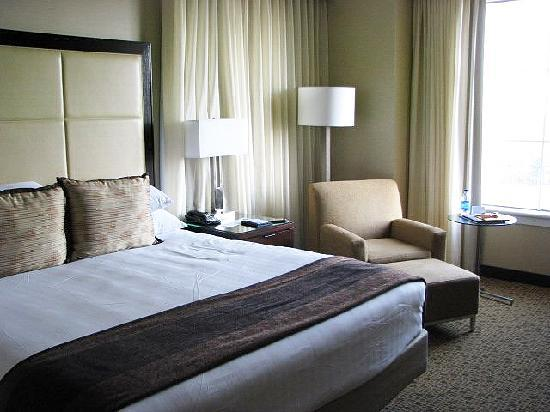 Grand Hyatt Atlanta in Buckhead: King Bed room interior