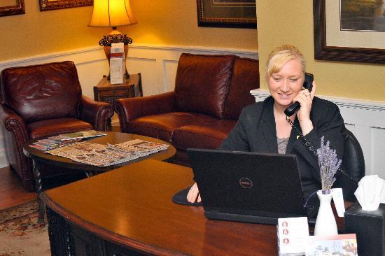 Grand Harbor Inn : 24-Hour Front Desk Staff