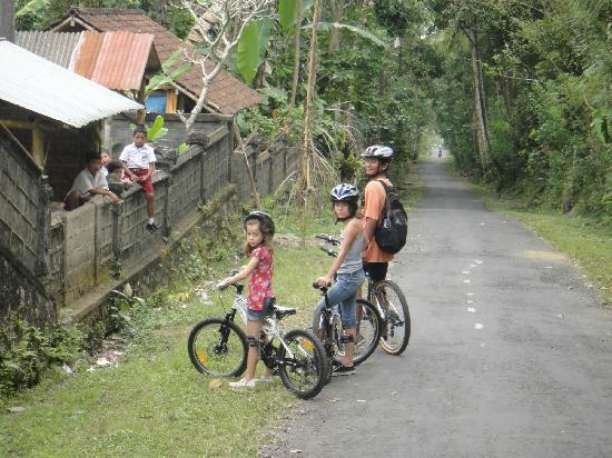East Bali Bike Tour: Cycling through small villages and meeting local children