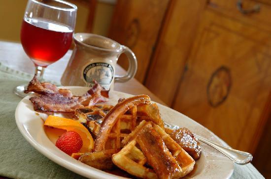 Ashton's Bed and Breakfast: Breakfast -- Bananas Foster Waffles