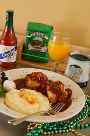 Ashton's Bed and Breakfast: Breakfast -- Eggs Creole with Stone-Ground Grits