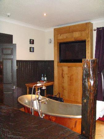 The Sun Inn: BIG bath - a real treat!