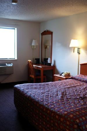 Super 8 Sterling Heights/Detroit Area : our room