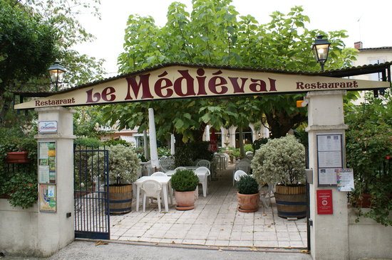 Le Medieval: vue exterieure