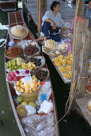ตลาดน้ำดำเนินสะดวก: Fresh Fruits