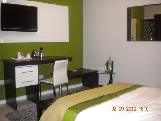 StayWell Executive Suites: One of the executve suites with queen sized bed