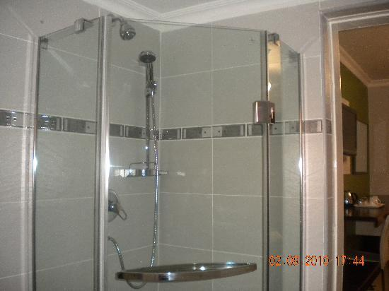 StayWell Executive Suites: Each suite with a shower