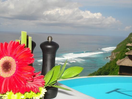 โรงแรมการ์มา กันดารา: breakfast with oceans views from the top