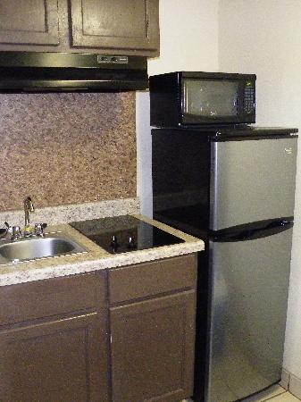 Surfside Inn Suites: Full size Fridge, Cook top burners, kitchen sink