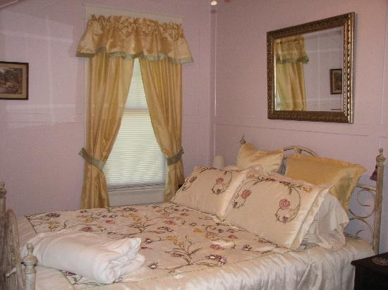 The Lowry House Inn: The Lavender Room