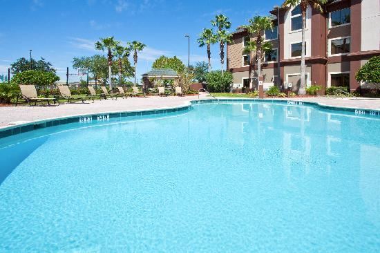 Staybridge Suites Orlando Airport South: Enjoy the Sun by our sparkling pool!