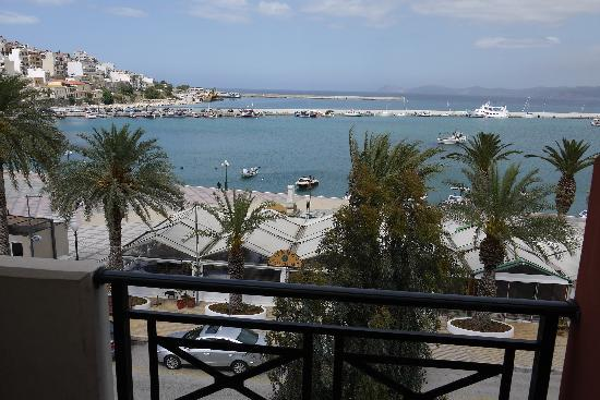 Itanos Hotel: View from our room on the first floor, showing the hotel's taverna