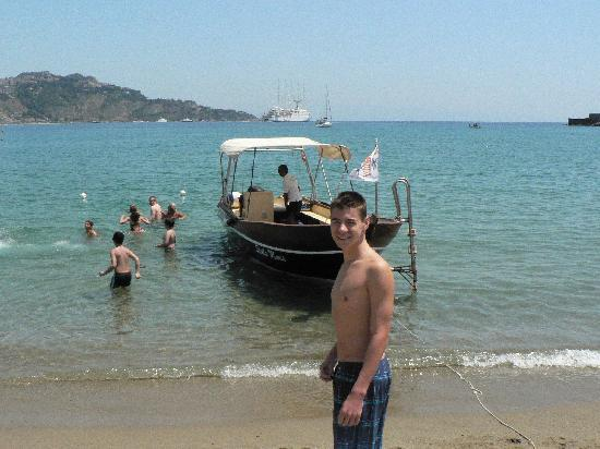 Giardini Naxos, Italien: boat rides available