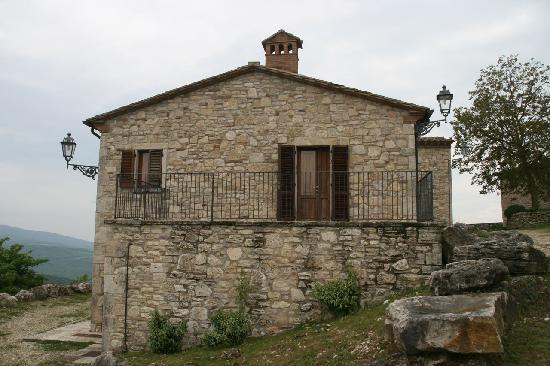 Castello di Titignano: Des chambres à la sortie du hameau.
