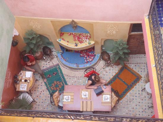 Riad Layla Rouge: Looking down from the terrace