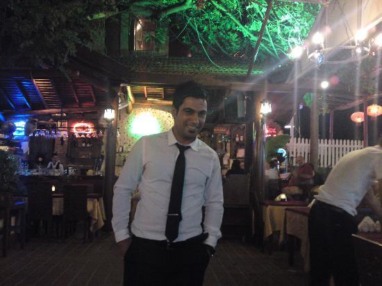 Sultan Ahmet Restaurant: Handsome and helpful !