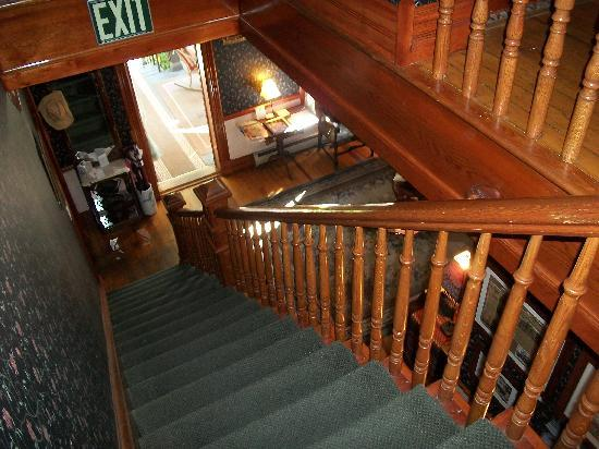 Mauger Estate B&B: Beautiful woodwork stairs