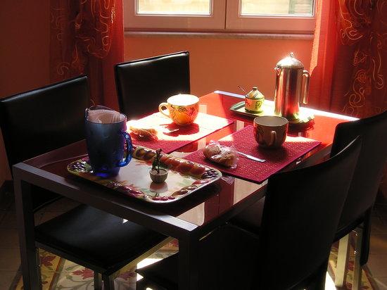 B&B La Casa dei Colori: La stanza della colazione