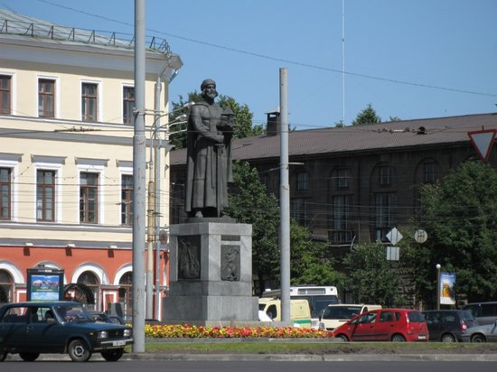 ‪Monument of Yaroslav the Wise (Mudry)‬