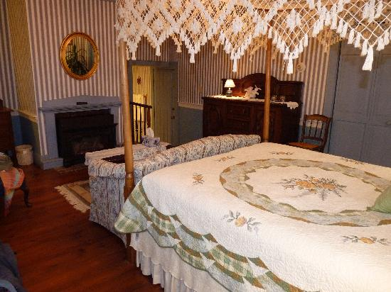 Chester House Inn: Queen Charlotte room