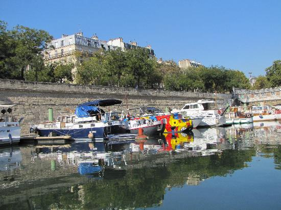 Canauxrama: harbor at The Bastille