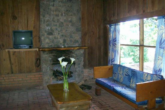 Cabanas Las Ardillas: log cabin interior