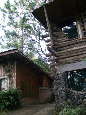 Barva, Costa Rica : part of cabin and conference room