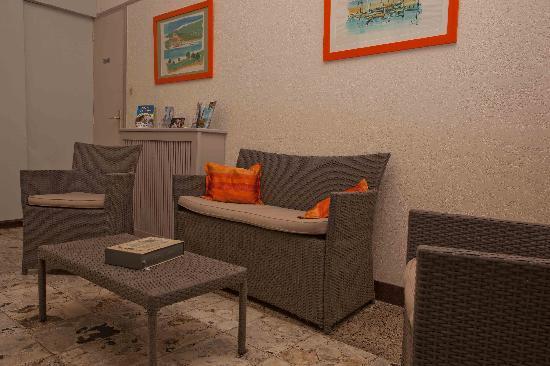 Hôtel Maquis et Mer : Petit salon sympa pour se détendre
