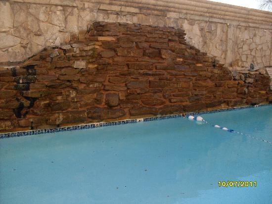 Ramada Plaza Laredo: pool