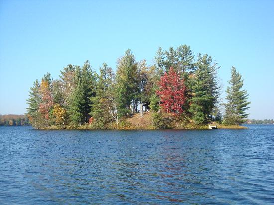 Lakewoods Resort: One of the many Islands that dot the Lake.
