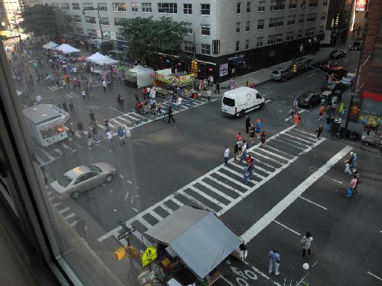 เดอะแฮมป์ตันอินน์ ไทม์สแควร์นอร์ท: View of the fair from my room