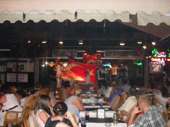 Club Atrium Apartments: waiters with the Turkish flag on Turkish night