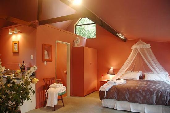 StoneBridge Function Venue Limited: Lake view unit accommodation