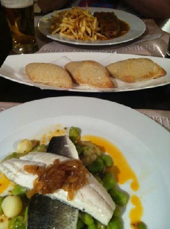 Otto Taverna: peppered steak, free bread & fish served on broadbeans