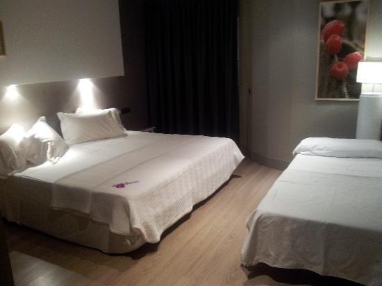 Hotel MC San Jose: Habitación doble con cama supletoria de adulto