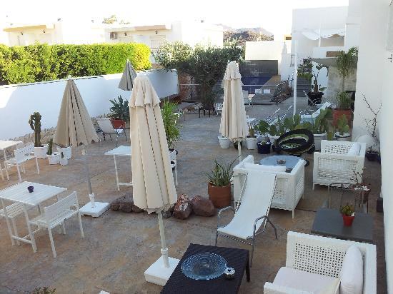 San Jose, Hiszpania: Jardín y piscina